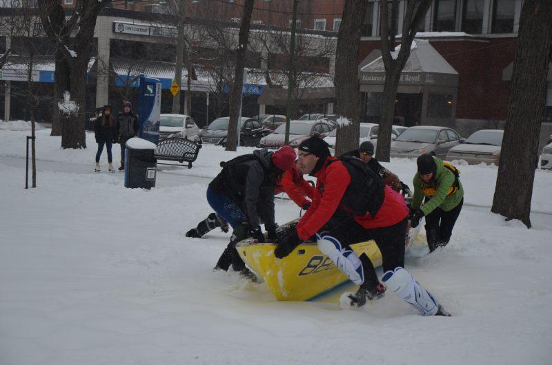 L'équipe de Sorel-Tracy de canot à glace a fait une démonstration au carré Royal le 31 décembre. | TC Média - Sarah-Eve Charland