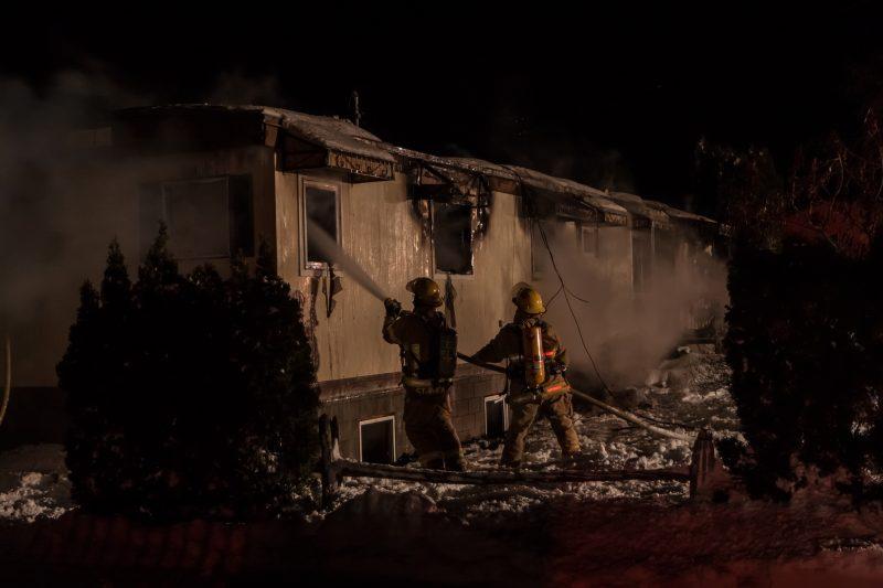 Une maison mobile a été la proie des flammes à Saint-Roch-de-Richelieu. | TC Média - Régis Boutet photographe