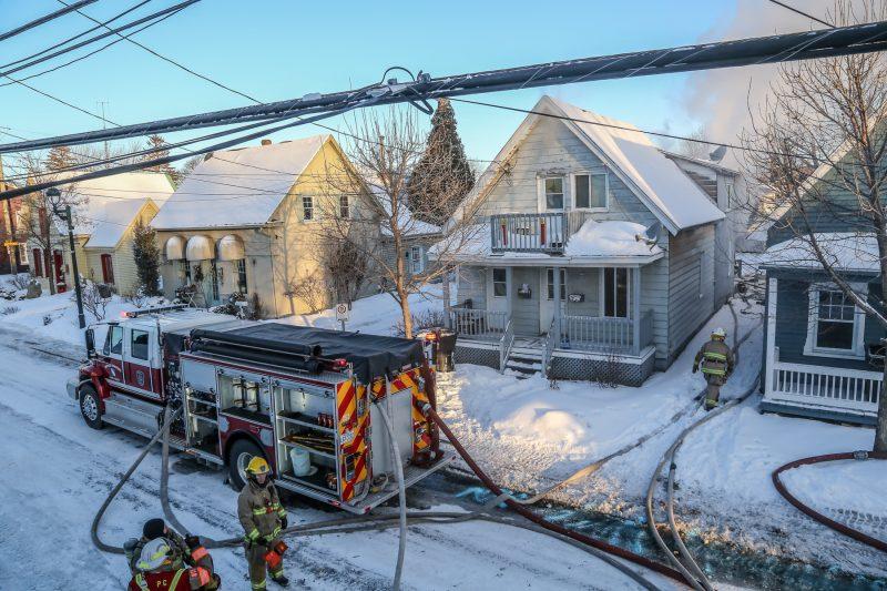 Incendie dans un domicile de Saint-Joseph-de-Sorel jeudi matin.   Photo: TC Media - Pascal Cournoyer