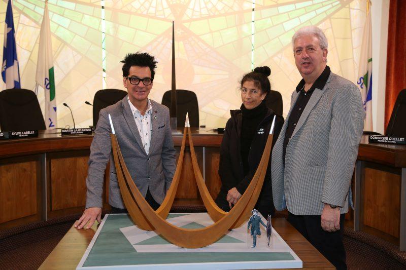 Le maire Serge Péloquin, l'artiste Louise DeLorme et le président du RIRÉRST Benoît Théroux (Photo: Pascal Cournoyer)