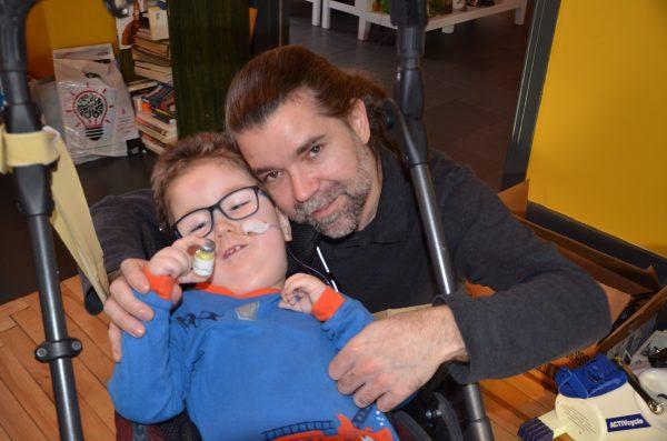La famille de Liam Défossés veut un accès à un traitement