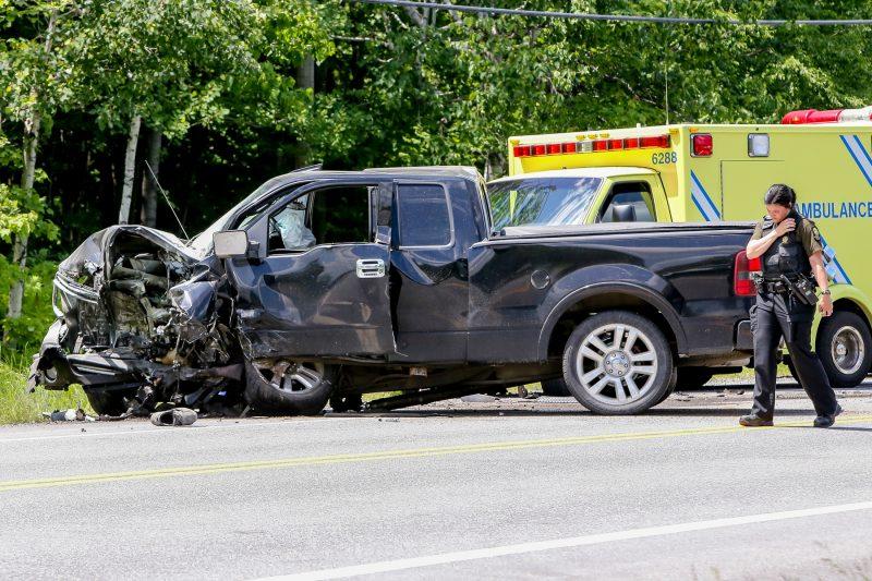 L'accident a impliqué un pick-up et un VUS, sur la route 132 à la hauteur de la rue Colette à Saint-Robert. (Photo: Pascal Cournoyer)