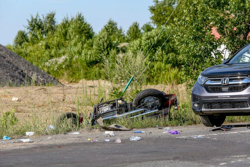 L'accident impliquait une automobile de style Cube et une motocyclette. (Photo: Pascal Cournoyer)