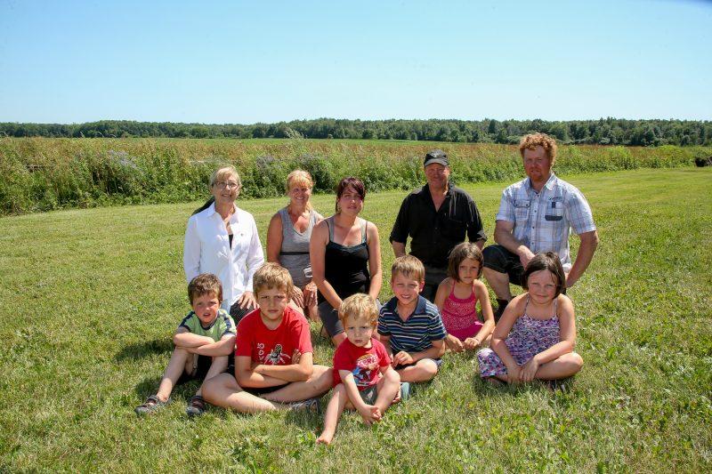 Trois générations d'agriculteurs craignent de perdre leur terre agricole. (Photo: Pascal Cournoyer)
