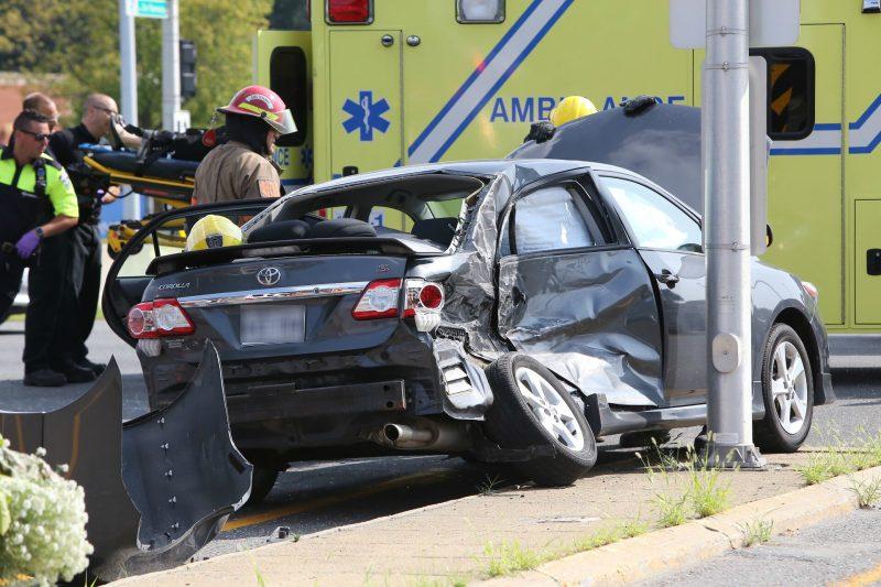 Le véhicule a été happé du côté conducteur par le semi-remorque. (Photo: Pascal Cournoyer)