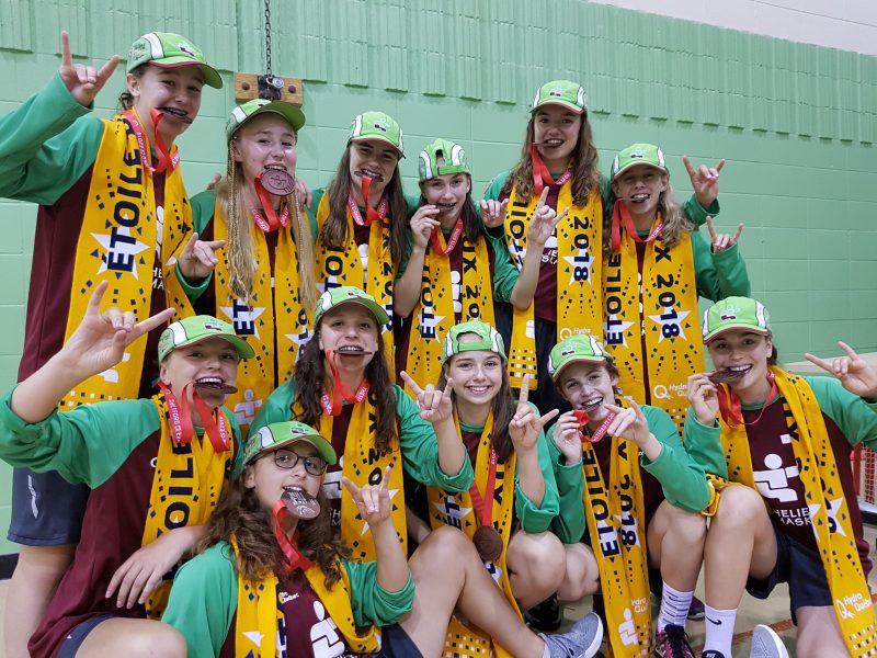 L'équipe féminine de basketball a savouré sa médaille de bronze obtenue à Thetford Mines, lors des Jeux du Québec. (Photo: gracieuseté)