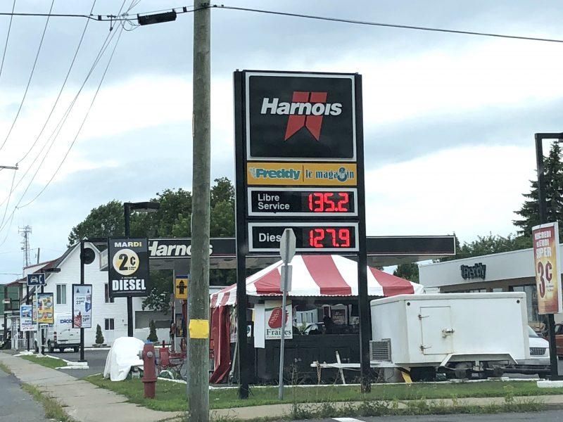 Le prix à la pompe est resté le même dans les trois derniers mois, à 1,35$ le litre d'essence à Sorel-Tracy. (Photo: Xavier Demers)