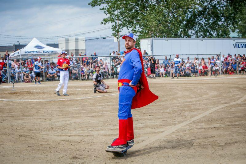 Les 4Chevaliers ont croisé le fer avec des joueurs des Éperviers de Sorel-Tracy, le 1erseptembre, au parc Pelletier. (Photo: Pascal Cournoyer)