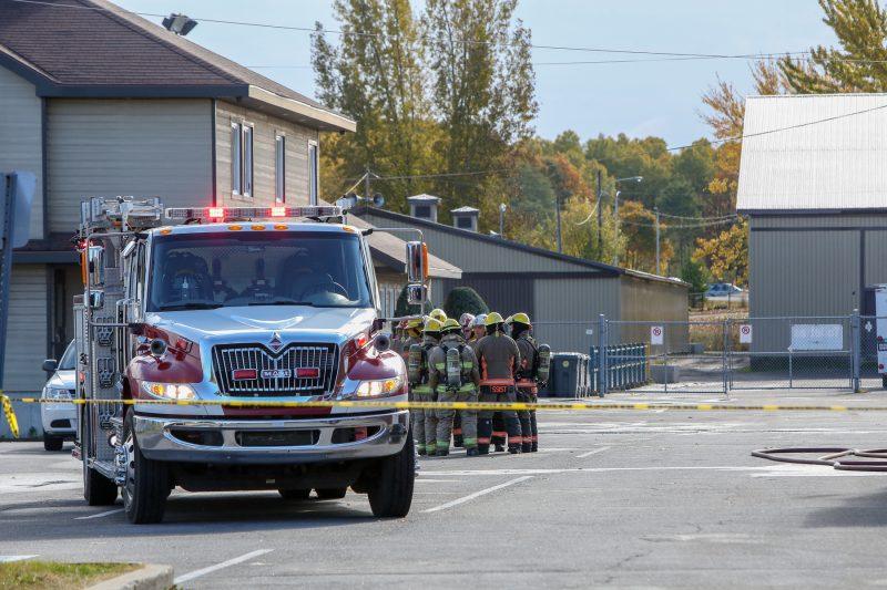Les pompiers sont intervenus au Colisée Cardin vers 11h50, le 24 octobre. (Photo: Pascal Cournoyer)