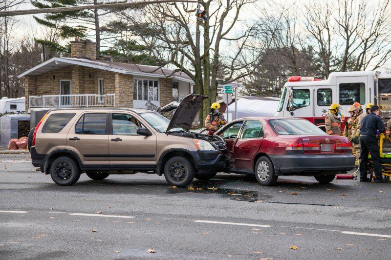 Deux véhicules sont entrés en contact au coin des boulevards Gagné et Couillard-Després, ce qui pourrait relancer le débat d'un feu de circulation à cette intersection. (Photo: Pascal Gagnon)