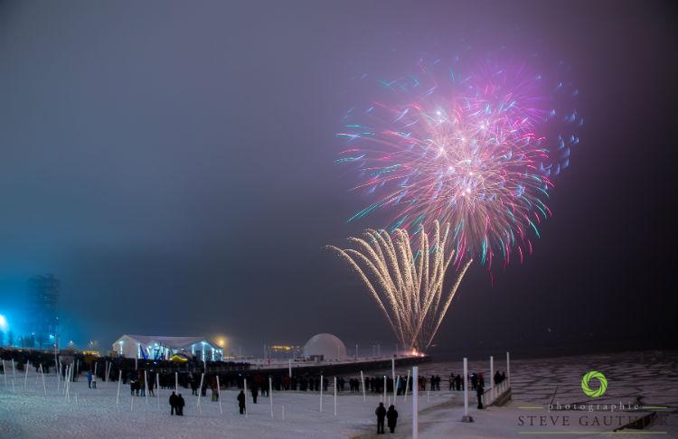 Les feux d'artifice ont impressionné les gens réunis au quai Catherine-Legardeur. Photo Steve Gauthier | Les 2 Rives ©
