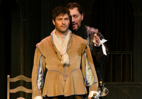 Les comédiens Hugo Giroux et Guillaume Champoux interprètent respectivement Cyrano et Christian.  Photo gracieuseté