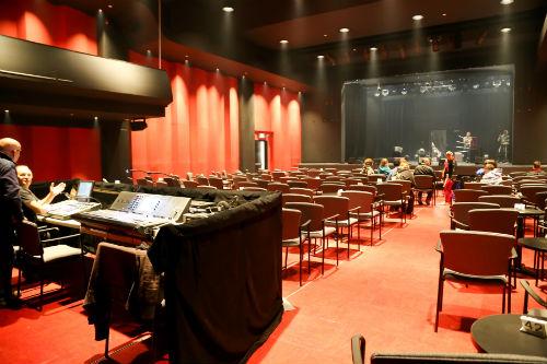 La salle Georges-Codling a été entièrement rénovée et offre maintenant plusieurs configurations de salle. Photo Pascal Gagnon | Les 2 Rives ©