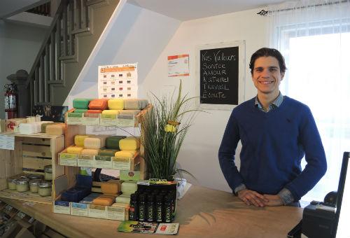 Michaël Marion, propriétaire de la boutique Santé Vous Mieux. Photo Katy Desrosiers | Les 2 Rives ©