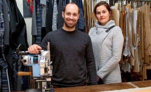 Sébastien Faucher et Virginie Fortier souhaiteraient vendre leurs vêtements dans une cinquantaine de boutiques aux États-Unis et en Europe. Photo Pascal Cournoyer | Les 2 Rives ©