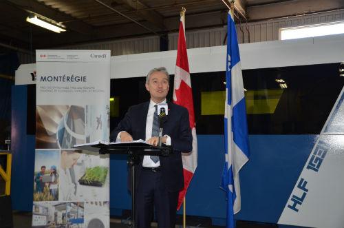 Le ministre François-Philippe Champagne a fait l'annonce dans les locaux de Technolaser à Sorel-Tracy.  Photo Katy Desrosiers | Les 2 Rives ©