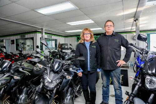 André Joyal et son épouse sont dans le domaine de la moto depuis plusieurs années.  Photo Pascal Cournoyer | Les 2 Rives ©