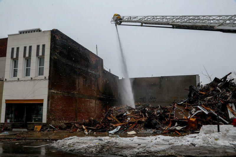 L'immeuble abritant le Café St-Thomas et le Salon centre de coiffure masculine a dû être entièrement démoli. Pascal Cournoyer/Les 2 Rives ©