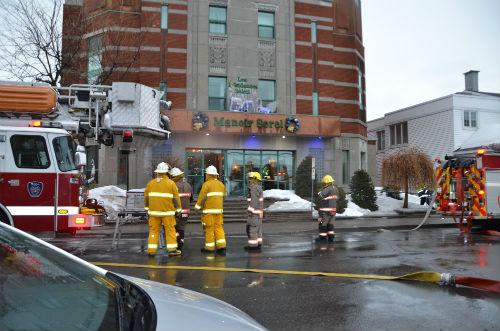 L'évacuation des résidents s'est faite rapidement avec l'intervention des pompiers.  Photo Katy Desrosiers | Les 2 Rives ©