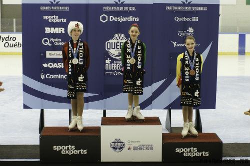 Maude Frappier (au centre) est montée sur la plus haute marche du podium aux Jeux du Québec en vertu d'un record de pointage à cette compétition. Photo gracieuseté