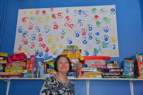 Lucie Hénault est fière de soutenir et d'aider les femmes à s'épanouir. Elle trouve aussi important de bien accueillir leurs enfants.  Photo Katy Desrosiers | Les 2 Rives ©