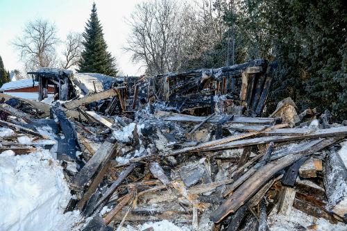 L'incendie a été si violent qu'il a été impossible pour les voisins et les pompiers de récupérer les animaux à l'intérieur de la résidence.  Photo Pascal Cournoyer | Les 2 Rives ©