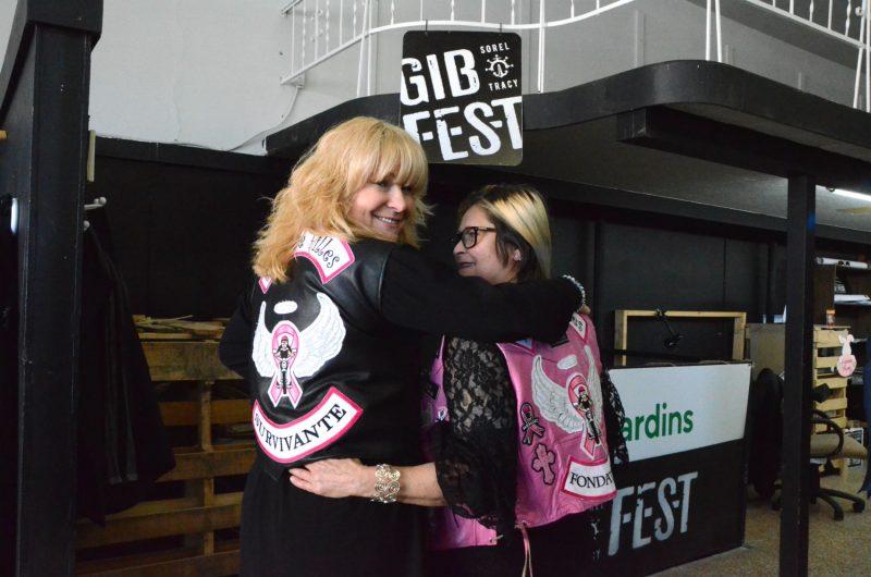 La chanteuse Lulu Hughes et la fondatrice de la Ride de filles Sylvie Brisebois étaient de passage à Sorel-Tracy pour l'annonce de ce partenariat avec le Gib Fest. Photo Raphaëlle Ritchot | Les 2 Rives ©