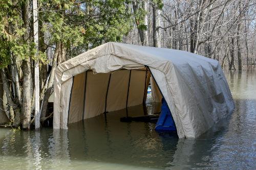Les résidents de l'Île d'Embarras sont encerclés d'eau.  Photo | Les 2 Rives ©