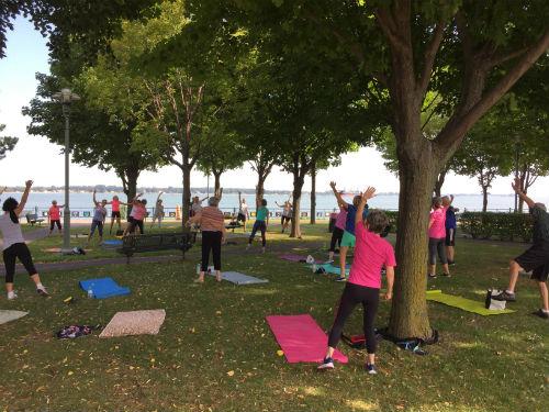 Plusieurs aînés participent aux activités mises en place dans les parcs de la région pendant la période estivale. Photo gracieuseté