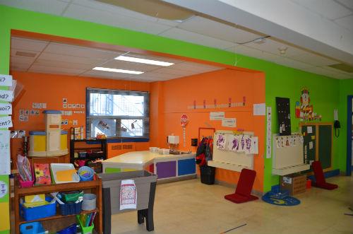 La classe est aménagée selon les besoins d'un enfant de 4 ans.  Photo Katy Desrosiers | Les 2 Rives ©