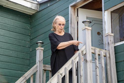 Carmen Tellier ne voulait pas quitter sa maison lors de la visite du journal le 23 avril. Photo Les 2 Rives ©