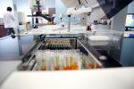 Le projet de centralisation des laboratoires en redressement budgétaire