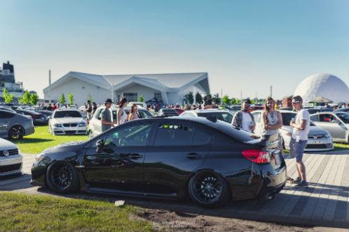 Plusieurs passionnés de voitures s'étaient rendus sur le quai Catherine-Legardeur lors de la première édition en 2018.  Photo gracieuseté