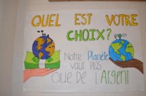Les affiches étaient apposées dans les corridors de l'École secondaire Bernard-Gariépy. Photo gracieuseté