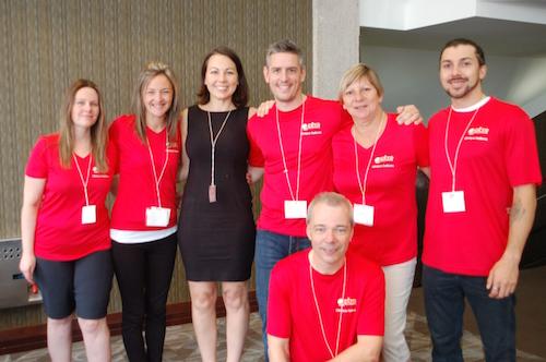 Dre Evelyne Bourdua-Roy (en noir) entourée de membres de la Coopérative de Solidarité-Santé de Contrecœur, de Céto Solutions et d'entreprises partenaires.  Photo gracieuseté