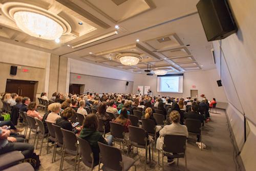 Plusieurs visiteurs ont assisté aux conférences, dont celle de la diététicienne-nutritionniste Magali Walkowicz.  Photo gracieuseté