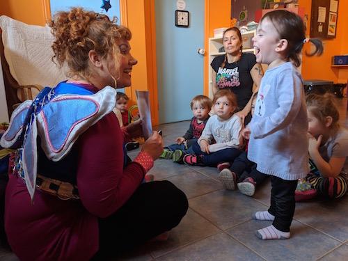 La fée Bouclette s'est déplacée dans plusieurs milieux de garde de la région pour offrir ses ateliers sur l'estime de soi.  Photo gracieuseté