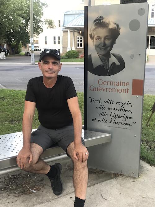 Patrice Coquereau s'est arrêté quelques heures à Sorel-Tracy avant de reprendre sa marche vers Rimouski.  Photo gracieuseté