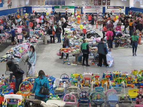 Des centaines de personnes achètent des articles chaque année au marché aux puces Les Trésors de Taquine.  Photo gracieuseté
