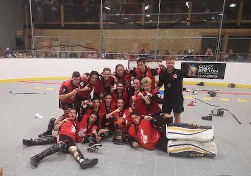 Team Canada a remporté le Championnat mondial de Dek Hockey disputé à Granby dans la catégorie U17. Photo tirée de Facebook