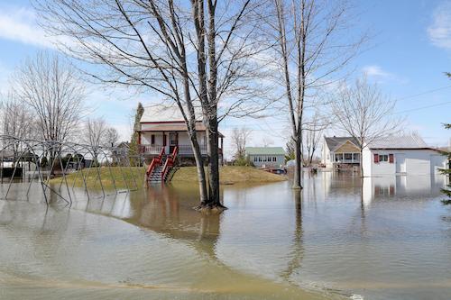 Lors des dernières inondations au printemps 2019, certaines maisons à Sainte-Anne-de-Sorel ont été épargnées grâce au nivellement du sol.  Photothèque| Les 2 Rives ©
