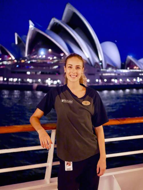 Alex-Anne Aubé-Kubel fait le tour du monde avec des contrats de patinage artistique sur des bateaux de croisière.  Photo tirée de Facebook
