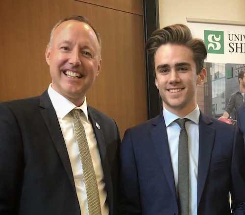 Le député Jean-Bernard Émond, accompagné de son nouvel attaché politique, Félix Boucher.  Photo gracieuseté