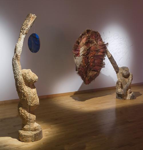 David Moore présentera majoritairement des sculptures sur bois lors de l'exposition.  Photo gracieuseté