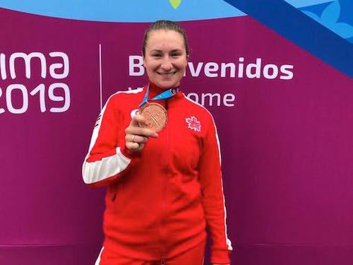 La Contrecœuroise Laurie Jussaume avec sa médaille de bronze remportée à Lima au Pérou.  Photo gracieuseté