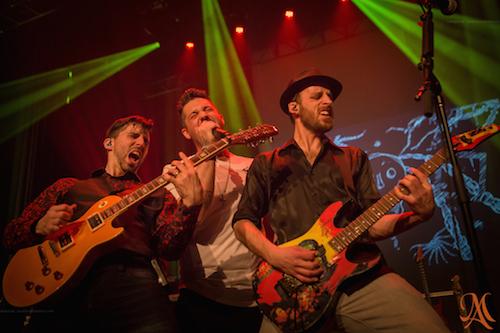 Marc-André Dionne (au centre) sera sur scène avec les musiciens de Guitar Story le 29 août à la Salle Georges-Codling.  Photo Martin Aubertin