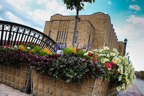 L'équipe est particulièrement fière de l'aménagement paysager de l'allée piétonnière au centre-ville.  Photo Pascal Cournoyer | Les 2 Rives ©