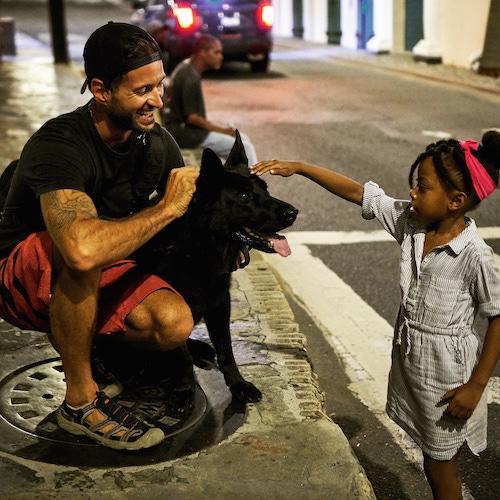 Kenny Caselli et sa chienne Mika lors du carnaval de Saint-Thomas dans les Îles Vierges des États-Unis. Photo gracieuseté