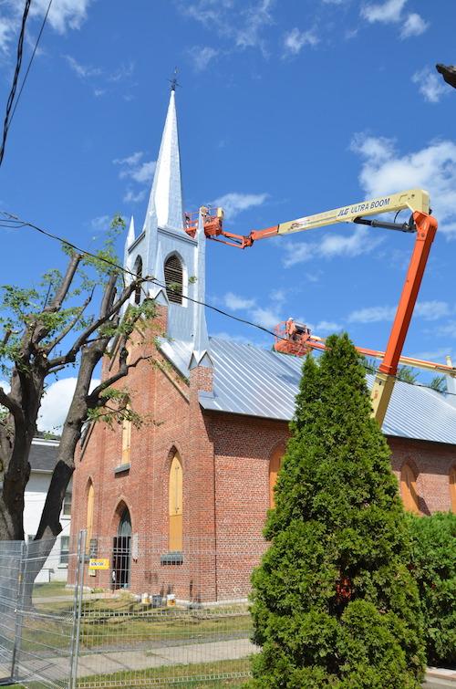 La phase 2 des travaux comprenait notamment la réparation du toit.  Photo Katy Desrosiers | Les 2 Rives ©