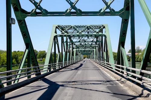 Le pont Camille-Parenteau doit être repavé au complet, clament les élus de Yamaska. Photo Pascal Cournoyer | Les 2 Rives ©